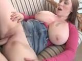 Šťavnatá mamina si dopřává parádní sex